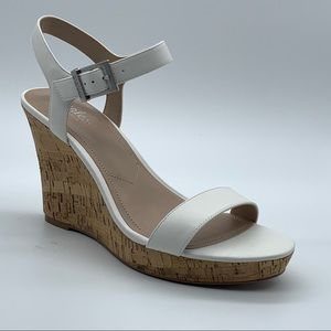 New Charles By Charles David Lindy Wedge Sandal